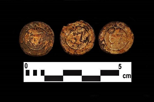 Regimental buttons from the Loretto Site.